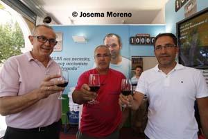 Aurelio Milla, José Antonio iniesta y Antonio Gómez, en un acto en el stad de la Feria.